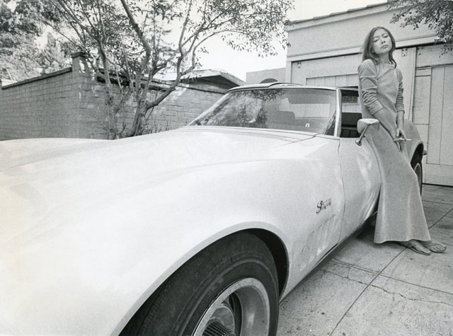 joan didion in hollywood essay Joan didion explains to us in the essay on keeping a notebook that her point of keeping a notebook has never been, nor is it now, to have an accurate factual record of what i have been doing or thinking (77.